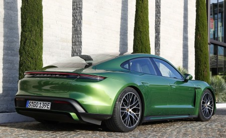 2020 Porsche Taycan Turbo (Color: Mamba Green Metallic) Rear Three-Quarter Wallpapers 450x275 (31)