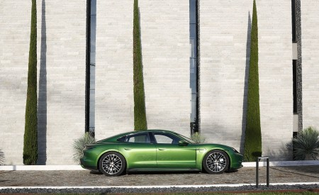 2020 Porsche Taycan Turbo (Color: Mamba Green Metallic) Side Wallpapers 450x275 (32)