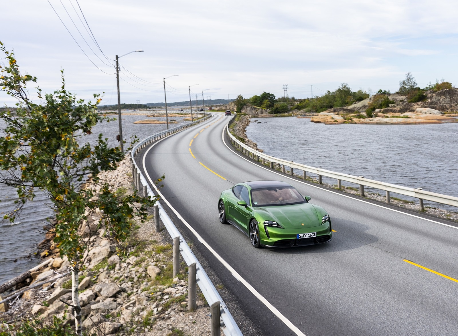 2020 Porsche Taycan Turbo S (Color: Mamba Green Metallic) Front Three-Quarter Wallpapers (3)