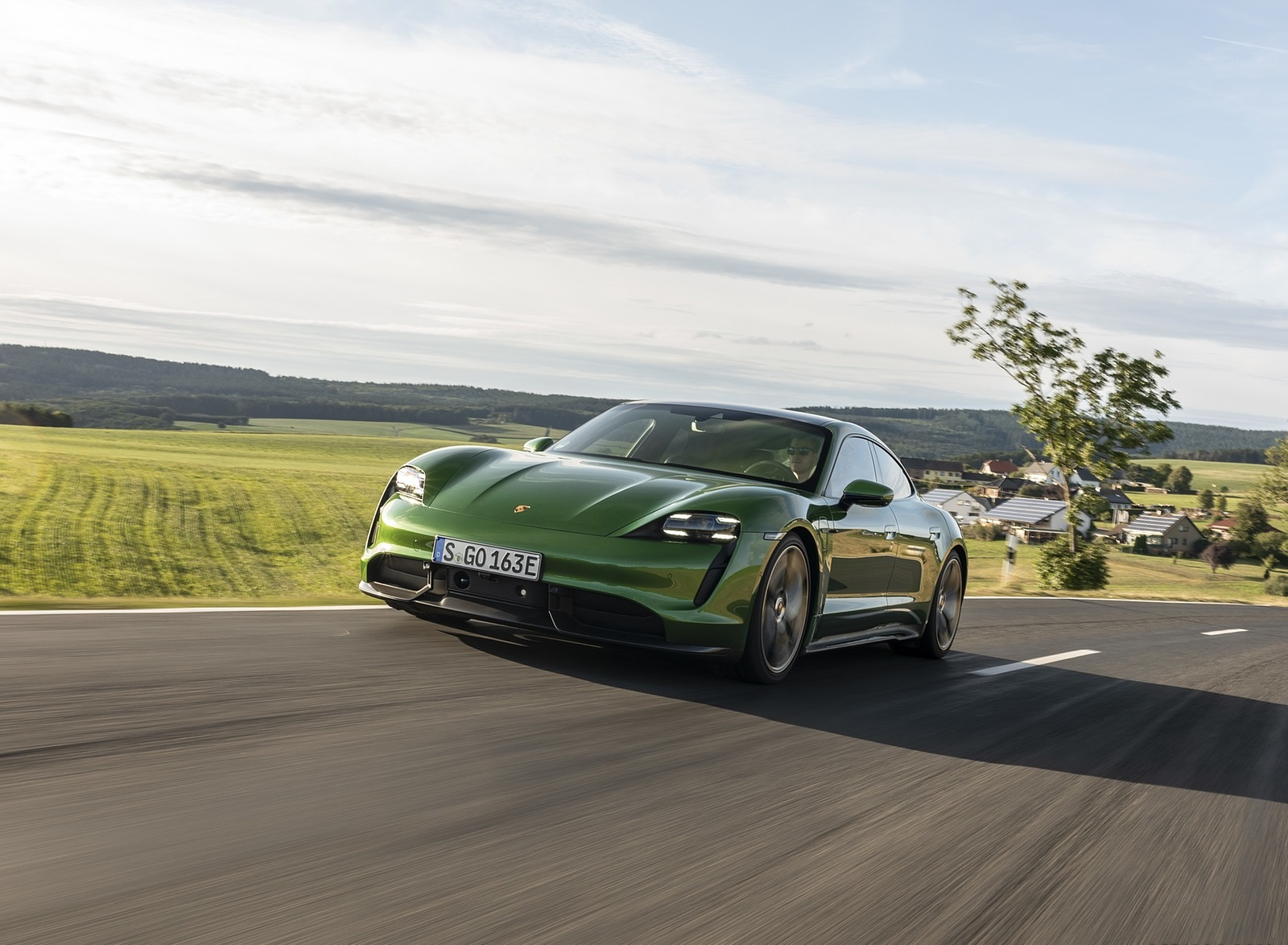 2020 Porsche Taycan Turbo S (Color: Mamba Green Metallic) Front Three-Quarter Wallpapers (1)