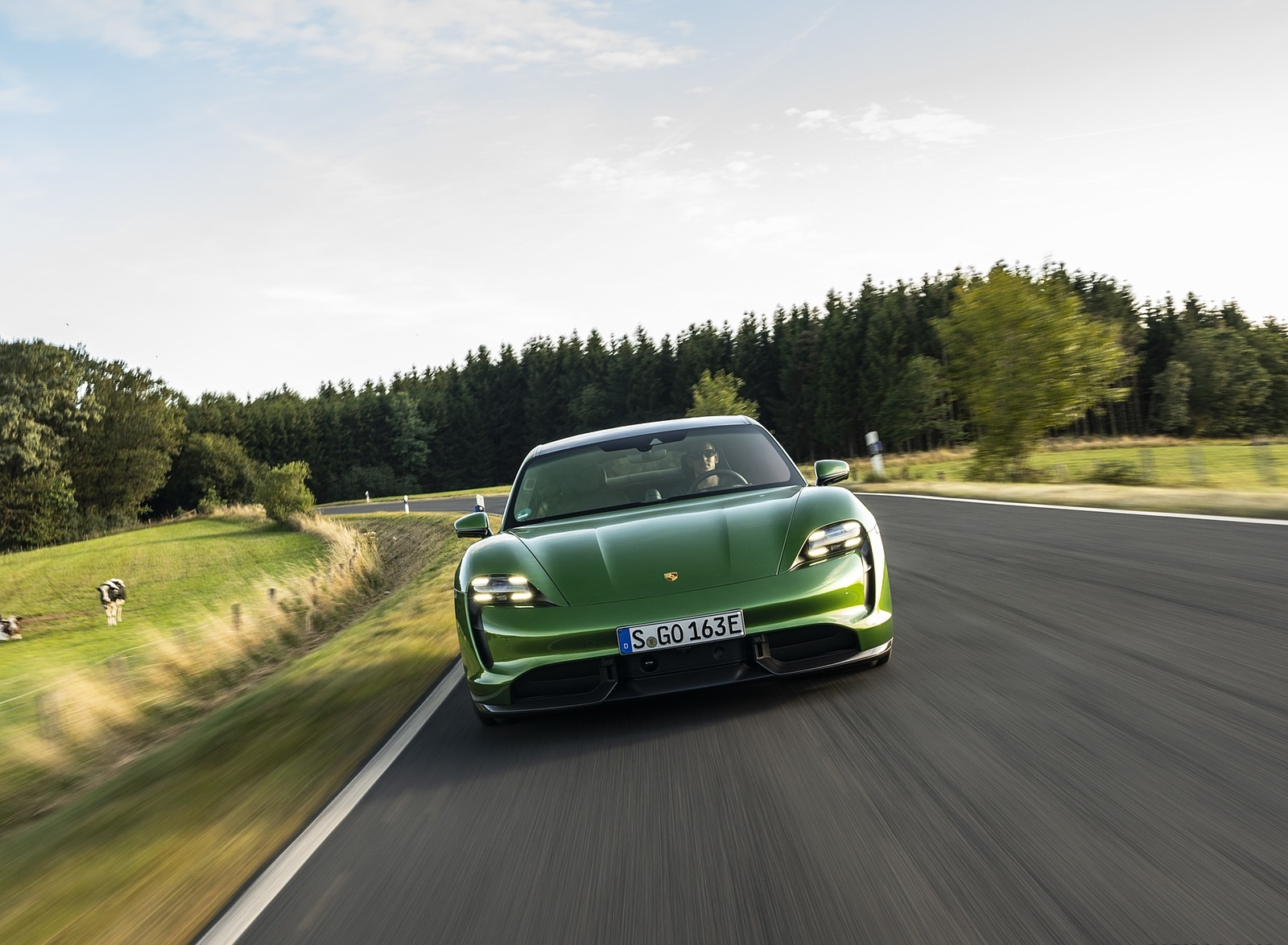 2020 Porsche Taycan Turbo S (Color: Mamba Green Metallic) Front Wallpapers (2)