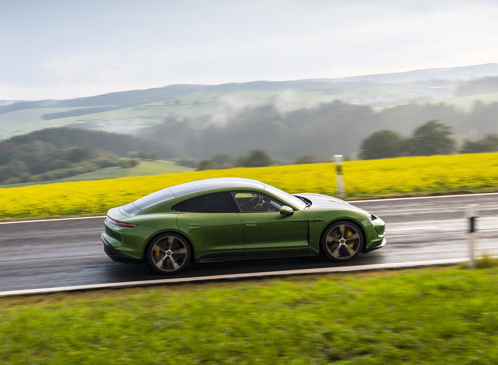 2020 Porsche Taycan Turbo S (Color: Mamba Green Metallic) Side Wallpapers (7)