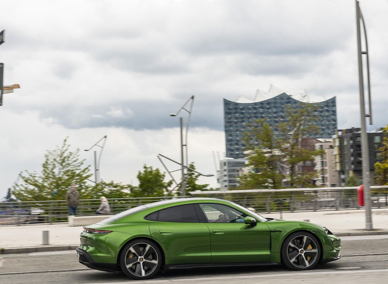 2020 Porsche Taycan Turbo S (Color: Mamba Green Metallic) Side Wallpapers (8)