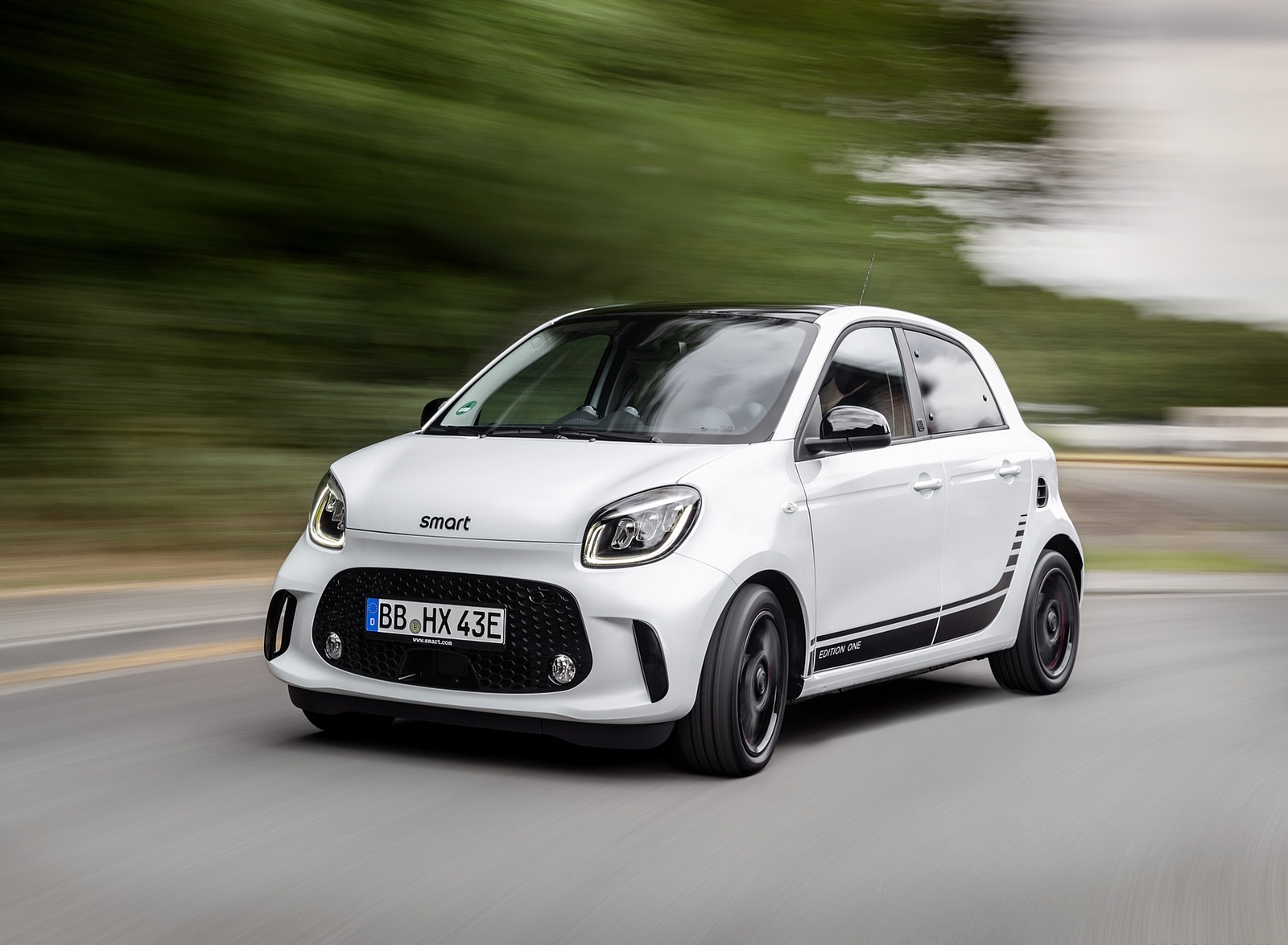 2020 Smart EQ ForFour Front Three-Quarter Wallpapers (1)