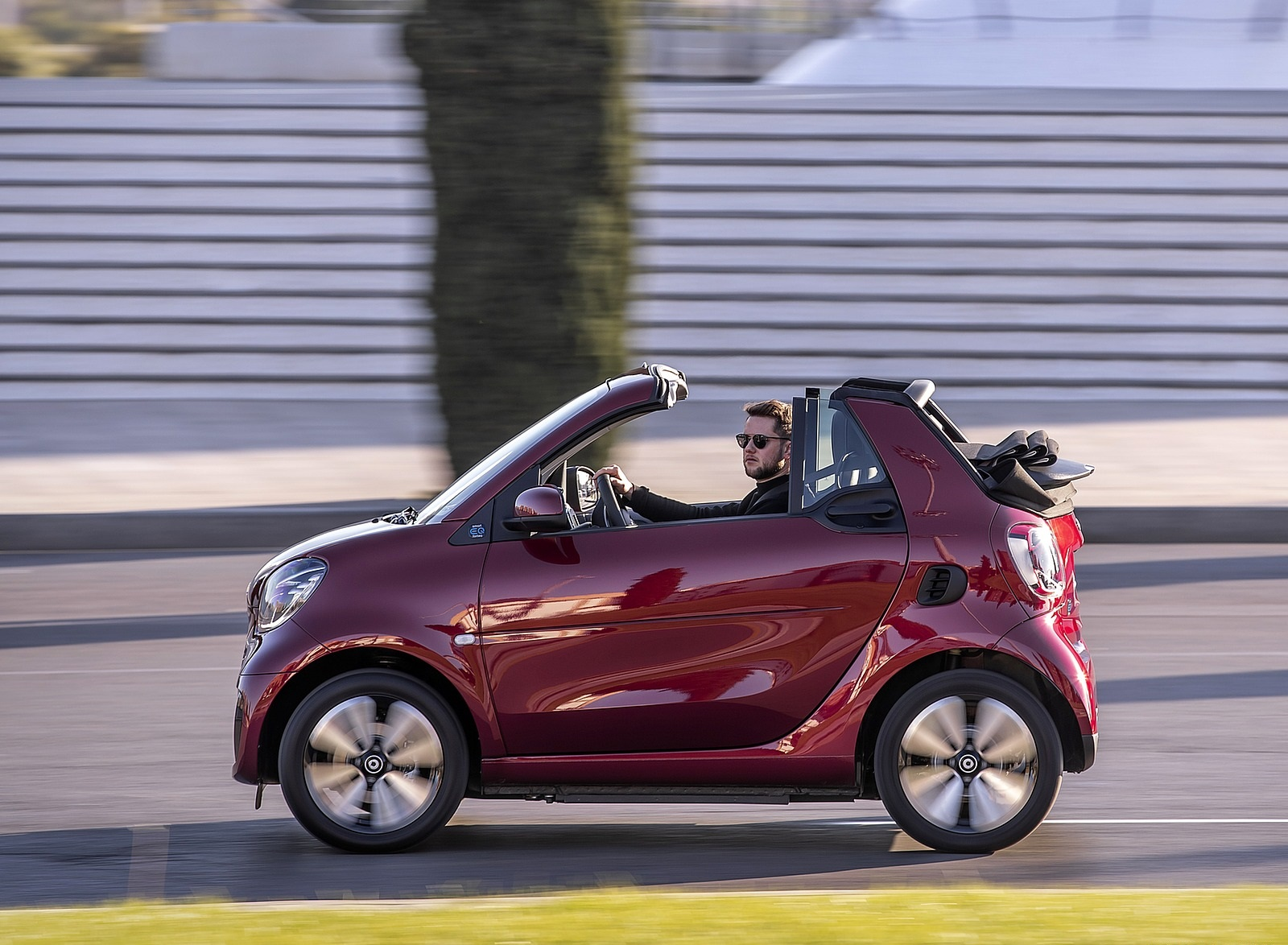 2020 Smart EQ ForTwo Cabrio Prime Line (Color: Carmine Red) Side Wallpapers (6)