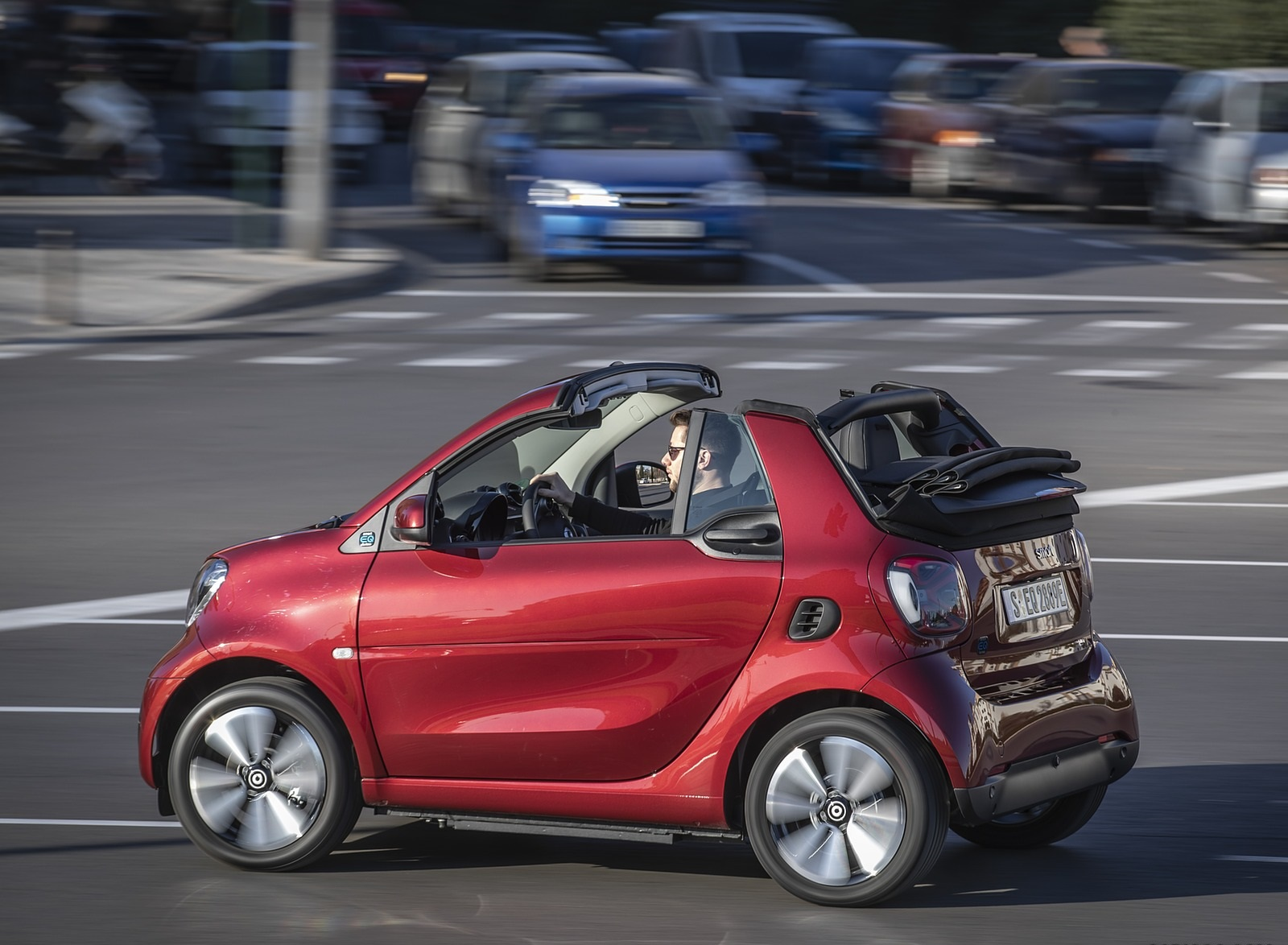 2020 Smart EQ ForTwo Cabrio Prime Line (Color: Carmine Red) Side Wallpapers (7)