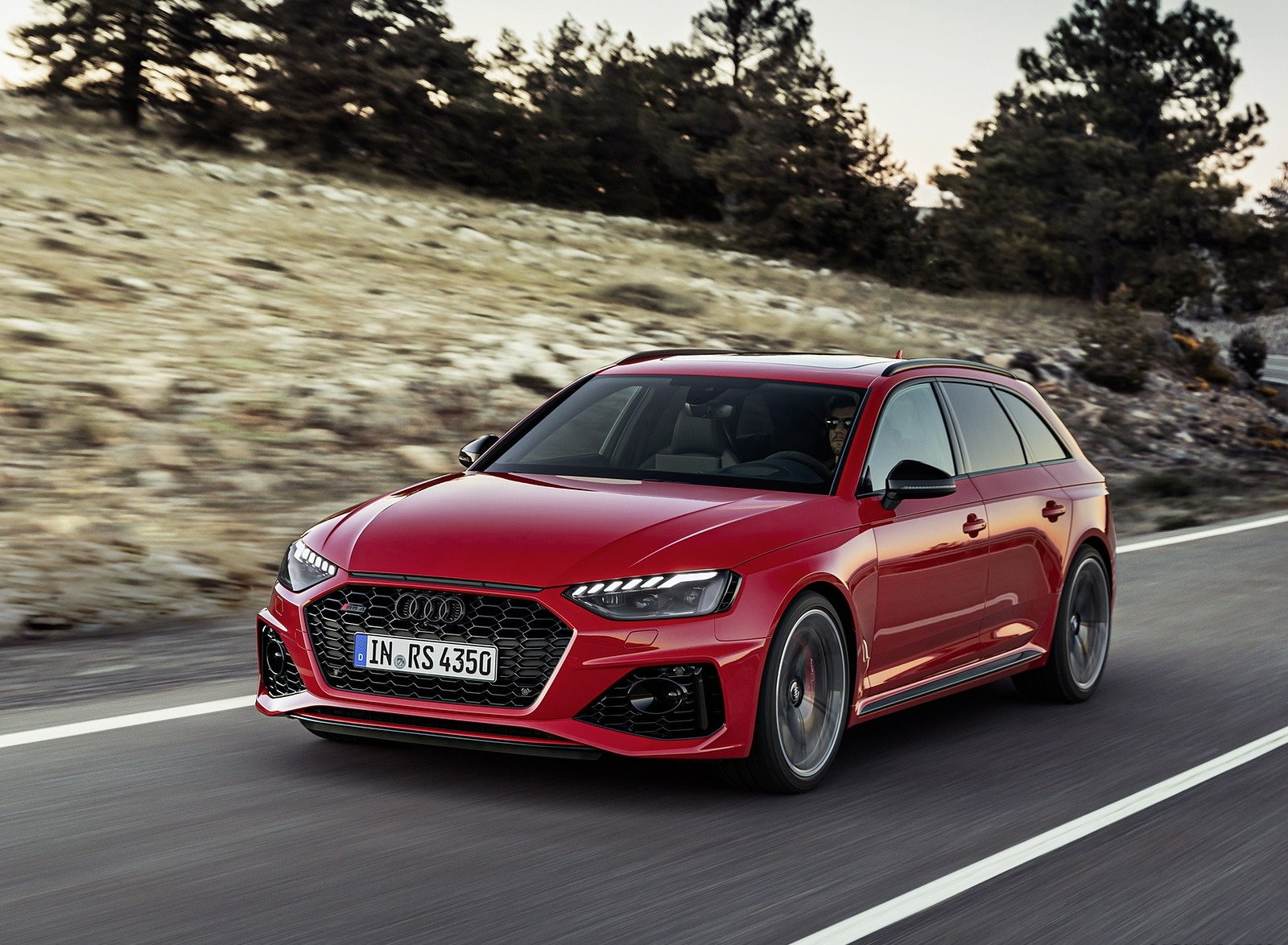 2020 Audi RS 4 Avant (Color: Tango Red) Front Three-Quarter Wallpapers (3)