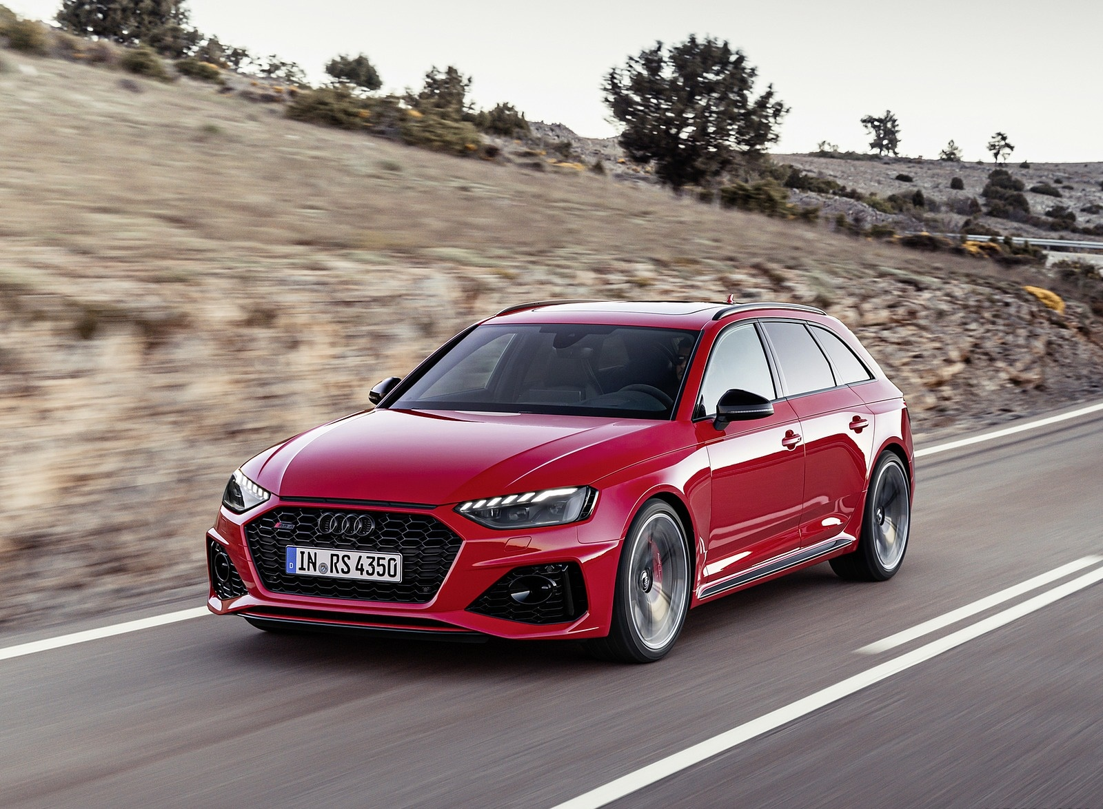 2020 Audi RS 4 Avant (Color: Tango Red) Front Three-Quarter Wallpapers (4)