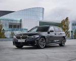 2020 BMW M340i xDrive Touring (Color: Black Sapphire Metallic) Front Three-Quarter Wallpapers 150x120 (31)