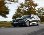 2020 BMW M340i xDrive Touring (Color: Black Sapphire Metallic) Front Three-Quarter Wallpapers 150x120 (3)