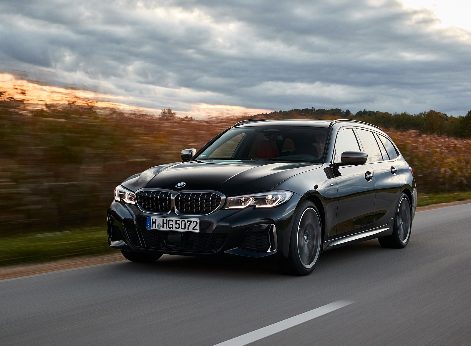 2020 BMW M340i xDrive Touring (Color: Black Sapphire Metallic) Front Three-Quarter Wallpapers (4)