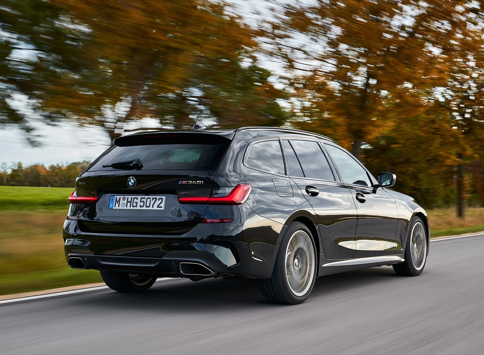 2020 BMW M340i xDrive Touring (Color: Black Sapphire Metallic) Rear Three-Quarter Wallpapers (7)