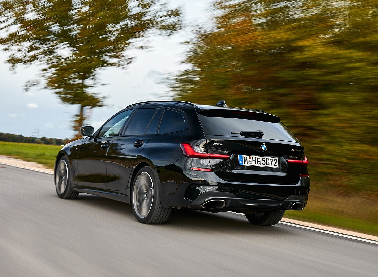 2020 BMW M340i xDrive Touring (Color: Black Sapphire Metallic) Rear Three-Quarter Wallpapers (8)