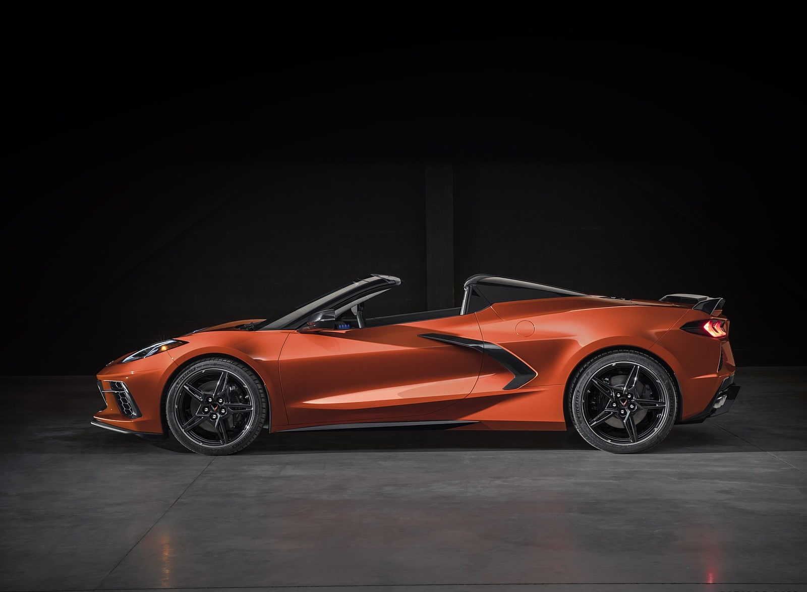 2020 Chevrolet Corvette Stingray Convertible Side Wallpapers (9)