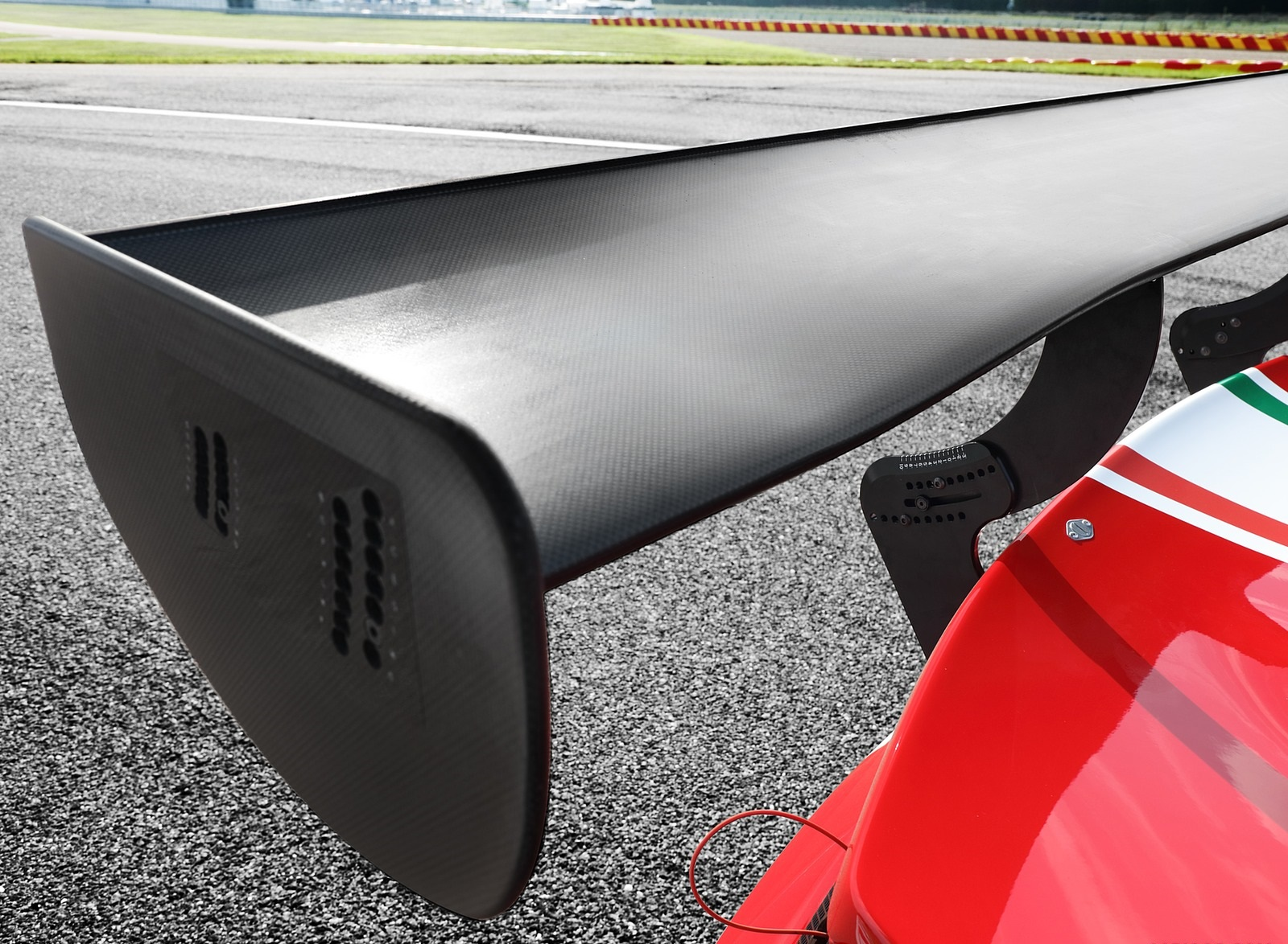 2020 Ferrari 488 GT3 EVO Spoiler Wallpapers (8)