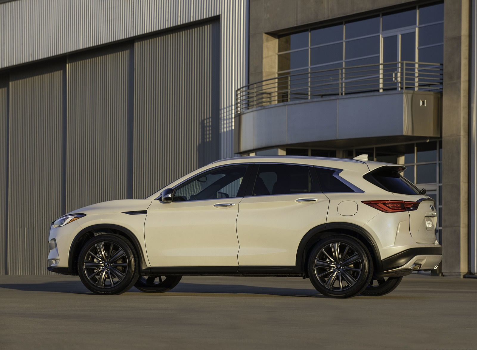 2020 Infiniti QX50 Edition 30 Side Wallpapers (2)