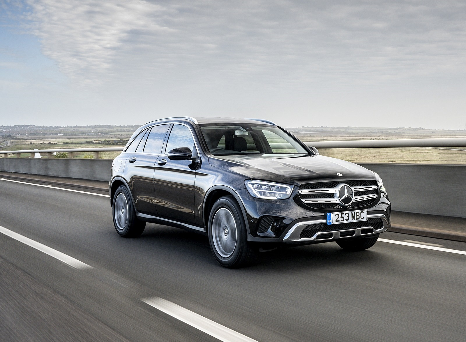 2020 Mercedes-Benz GLC 220d (UK-Spec) Front Three-Quarter Wallpapers (1)
