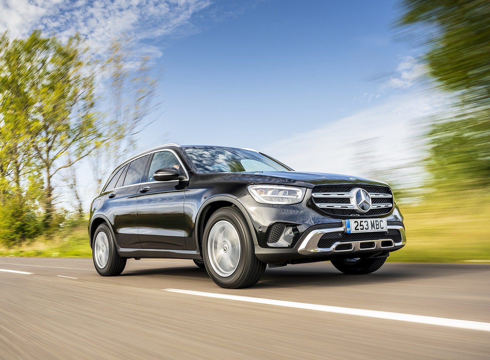 2020 Mercedes-Benz GLC 220d (UK-Spec) Front Three-Quarter Wallpapers (4)