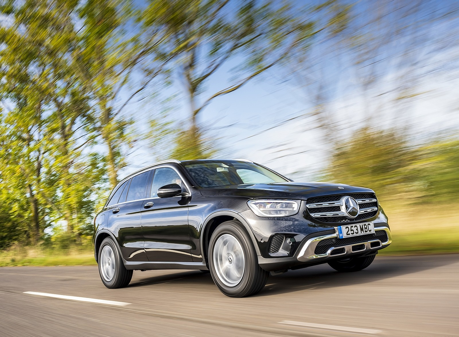 2020 Mercedes-Benz GLC 220d (UK-Spec) Front Three-Quarter Wallpapers (6)