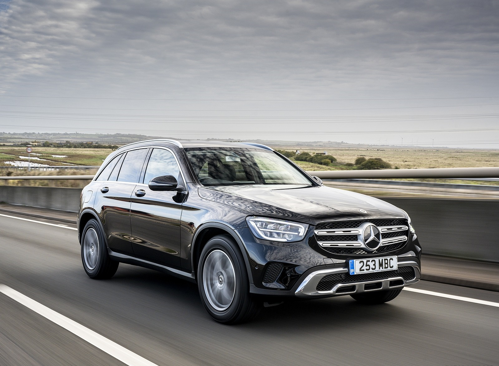2020 Mercedes-Benz GLC 220d (UK-Spec) Front Three-Quarter Wallpapers (7)