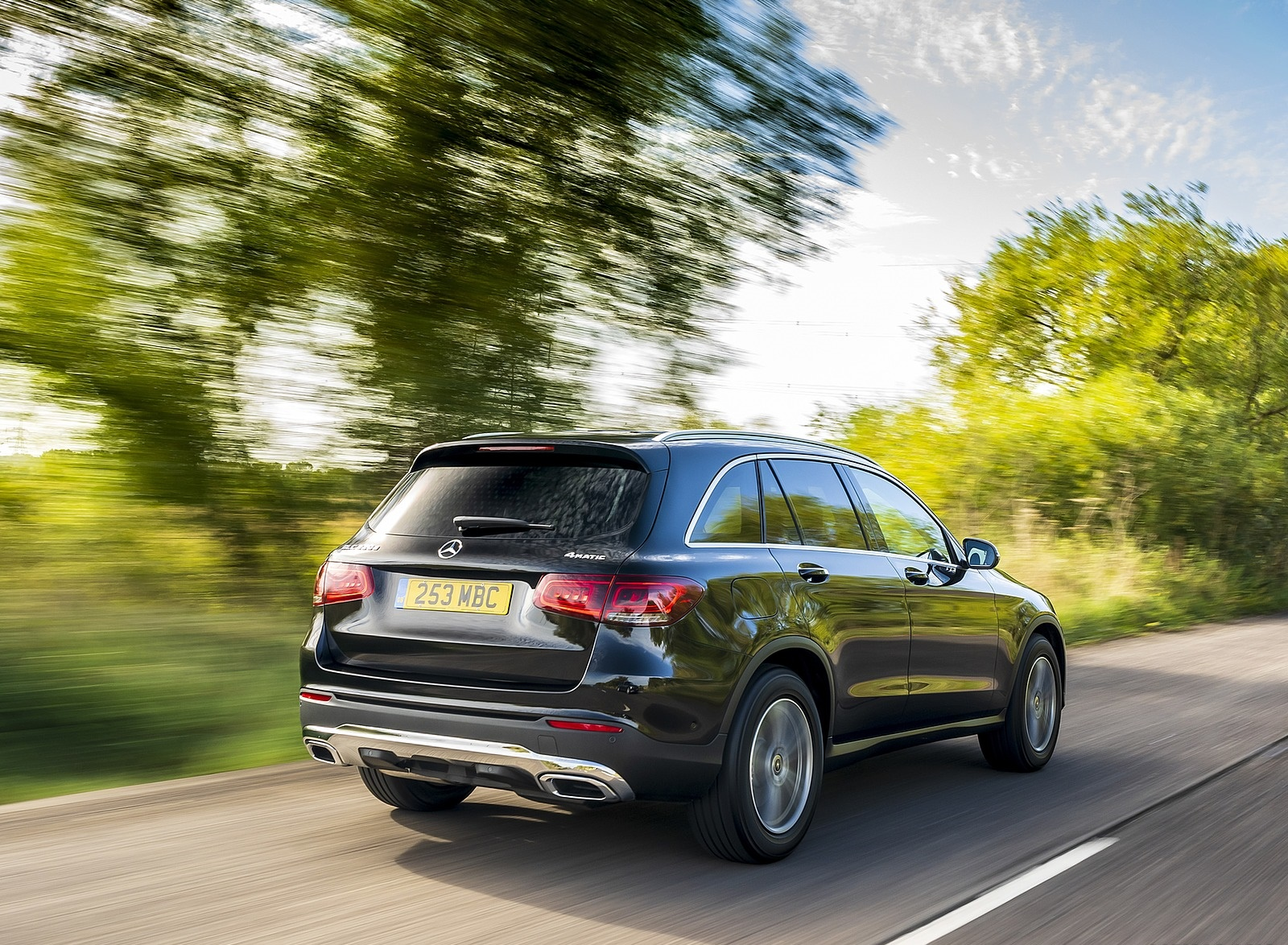 2020 Mercedes-Benz GLC 220d (UK-Spec) Rear Three-Quarter Wallpapers (9)