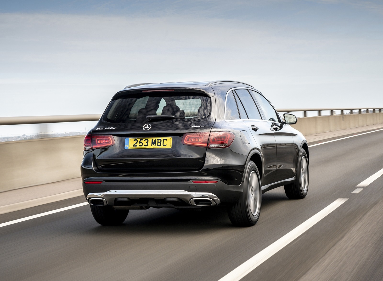 2020 Mercedes-Benz GLC 220d (UK-Spec) Rear Three-Quarter Wallpapers (10)