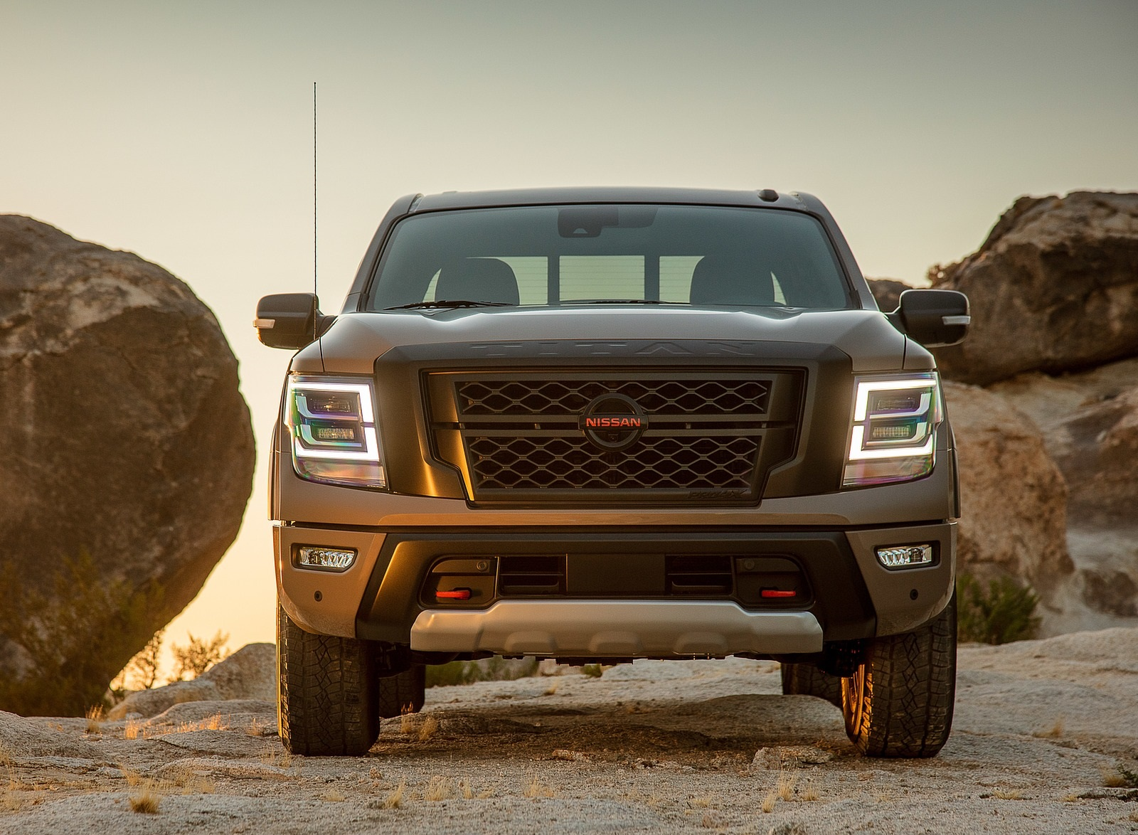 2020 Nissan TITAN PRO 4X Front Wallpapers (10)