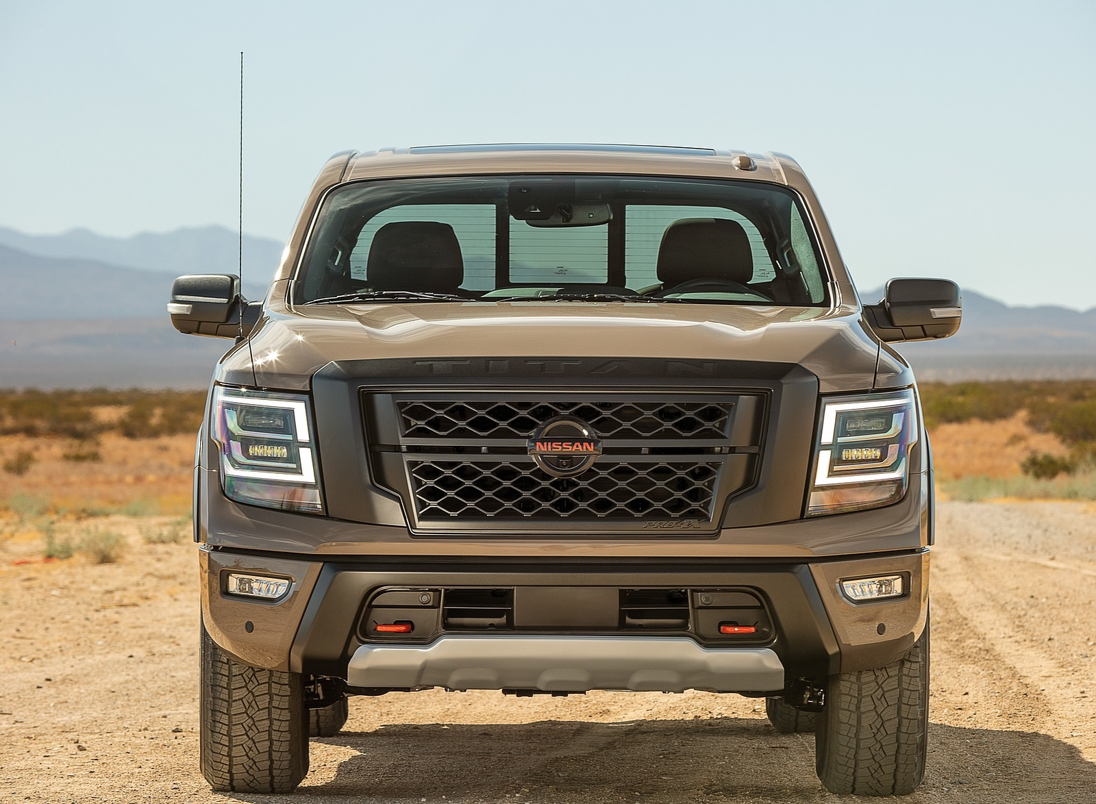 2020 Nissan TITAN PRO 4X Front Wallpapers (2)