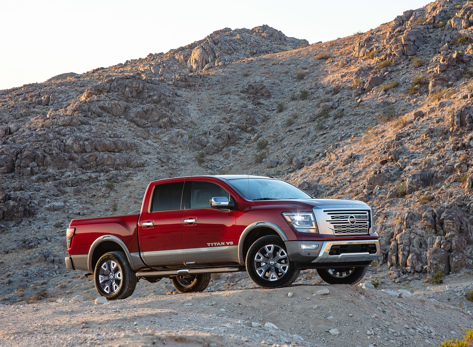 2020 Nissan TITAN Platinum Reserve Front Three-Quarter Wallpapers (8)