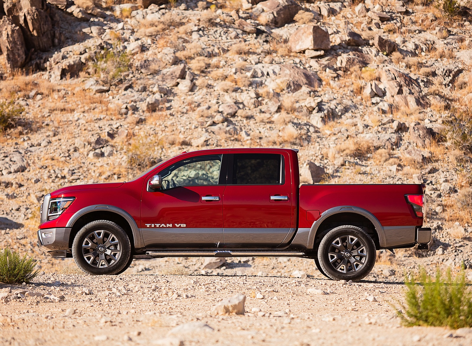 2020 Nissan TITAN Platinum Reserve Side Wallpapers (6)
