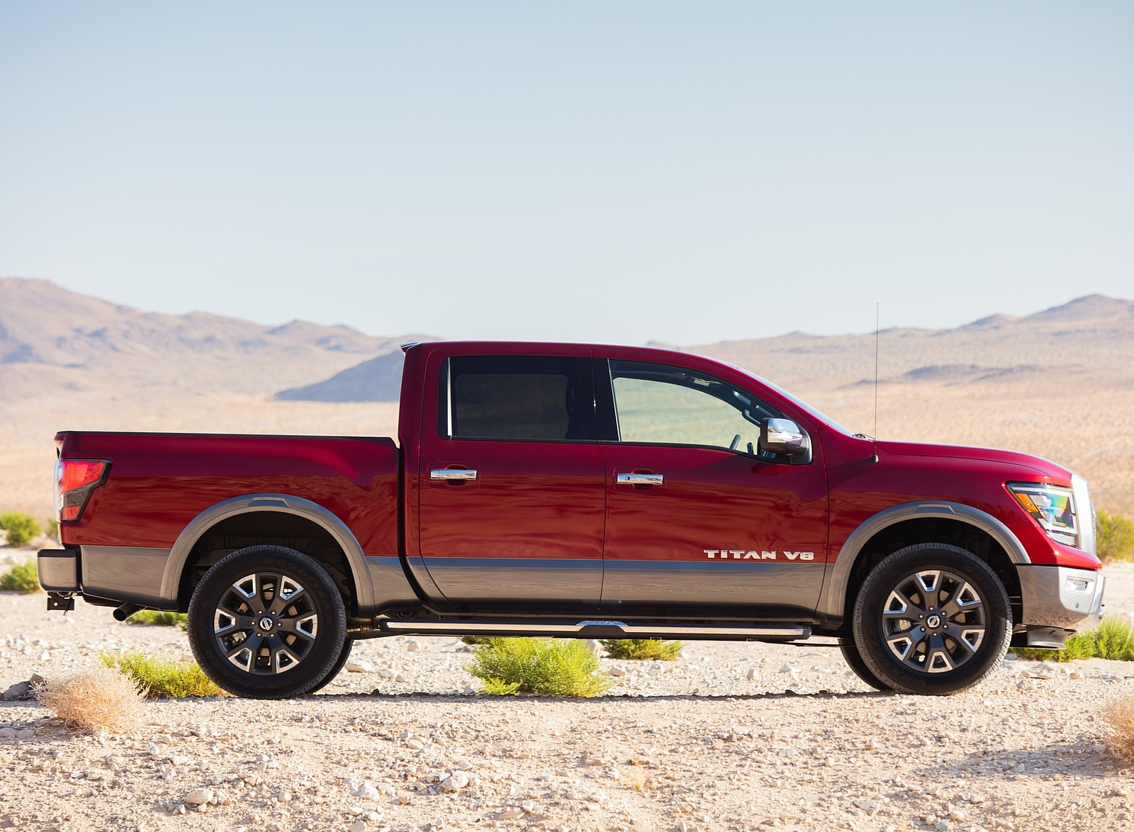 2020 Nissan TITAN Platinum Reserve Side Wallpapers (7)
