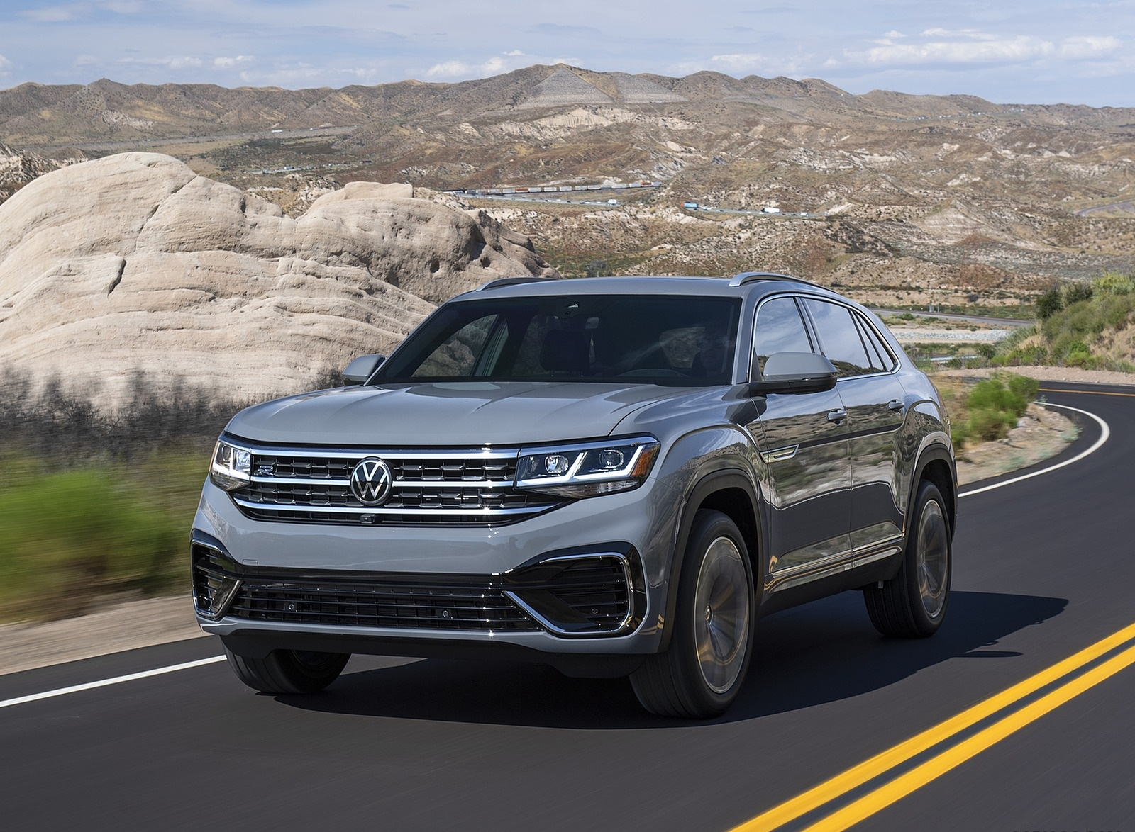 2020 Volkswagen Atlas Cross Sport Front Three-Quarter Wallpapers (1)
