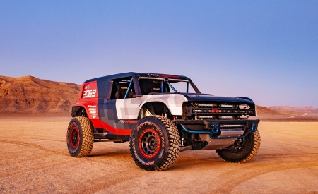 2019 Ford Bronco R Concept Front Three-Quarter Wallpapers 450x275 (6)