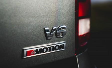 2019 Volkswagen Amarok Black Edition (UK-Spec) Badge Wallpapers 450x275 (38)