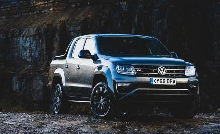 2019 Volkswagen Amarok Black Edition (UK-Spec) Front Three-Quarter Wallpapers 450x275 (25)