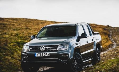 2019 Volkswagen Amarok Black Edition (UK-Spec) Front Three-Quarter Wallpapers 450x275 (13)