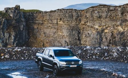 2019 Volkswagen Amarok Black Edition (UK-Spec) Front Three-Quarter Wallpapers 450x275 (14)