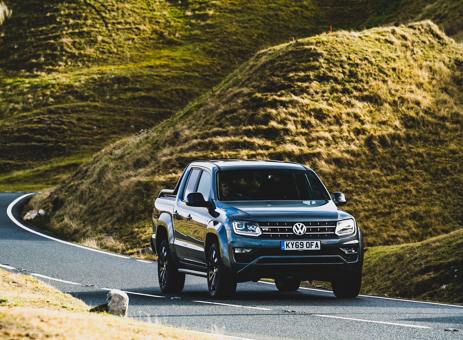 2019 Volkswagen Amarok Black Edition (UK-Spec) Front Three-Quarter Wallpapers (3)