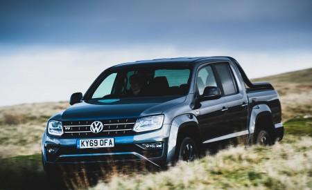 2019 Volkswagen Amarok Black Edition (UK-Spec) Front Three-Quarter Wallpapers 450x275 (4)