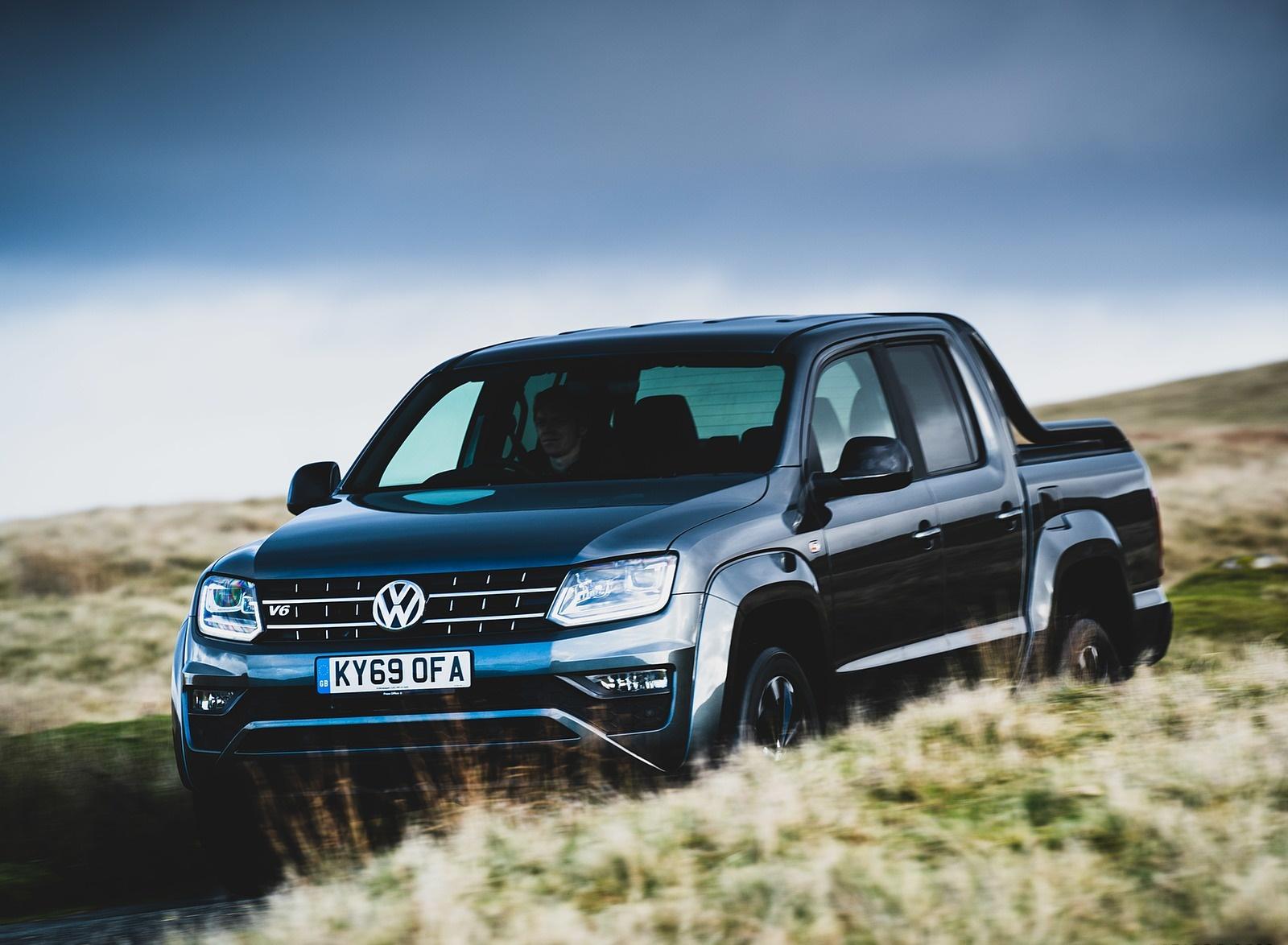 2019 Volkswagen Amarok Black Edition (UK-Spec) Front Three-Quarter Wallpapers (4)