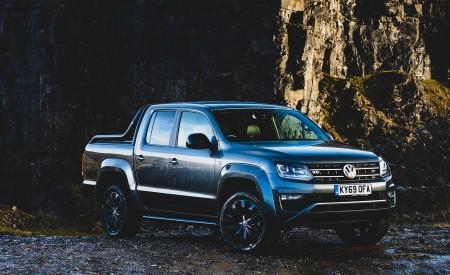2019 Volkswagen Amarok Black Edition (UK-Spec) Front Three-Quarter Wallpapers 450x275 (27)