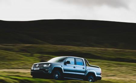 2019 Volkswagen Amarok Black Edition (UK-Spec) Front Three-Quarter Wallpapers 450x275 (5)