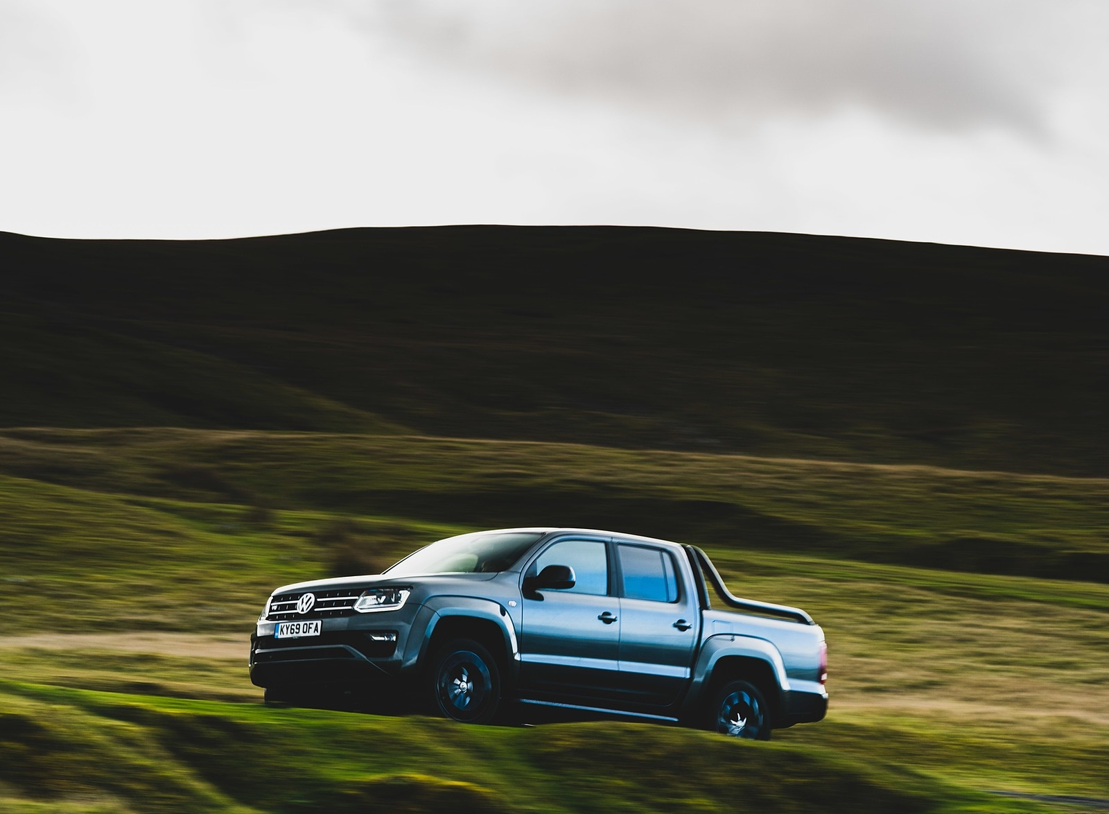 2019 Volkswagen Amarok Black Edition (UK-Spec) Front Three-Quarter Wallpapers (5)