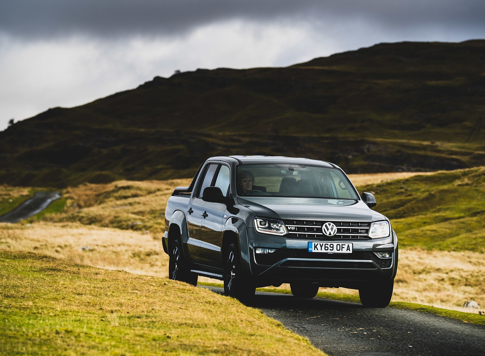 2019 Volkswagen Amarok Black Edition (UK-Spec) Front Wallpapers (1)