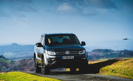 2019 Volkswagen Amarok Black Edition (UK-Spec) Front Wallpapers 450x275 (19)