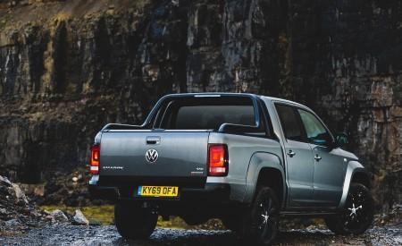 2019 Volkswagen Amarok Black Edition (UK-Spec) Rear Three-Quarter Wallpapers 450x275 (28)
