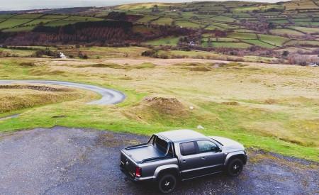 2019 Volkswagen Amarok Black Edition (UK-Spec) Rear Three-Quarter Wallpapers 450x275 (20)