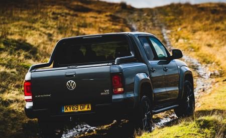 2019 Volkswagen Amarok Black Edition (UK-Spec) Rear Three-Quarter Wallpapers 450x275 (7)