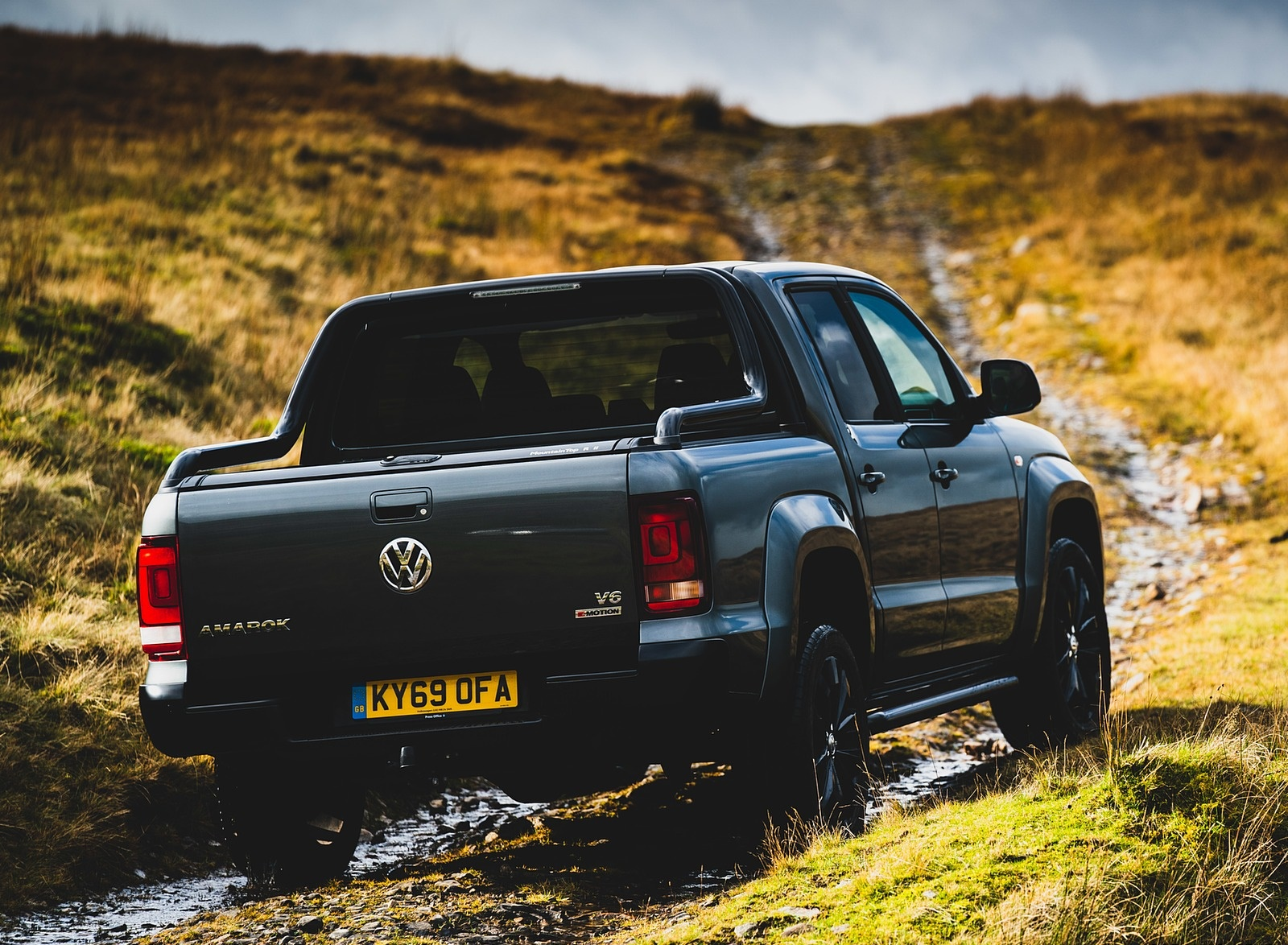 2019 Volkswagen Amarok Black Edition (UK-Spec) Rear Three-Quarter Wallpapers (7)