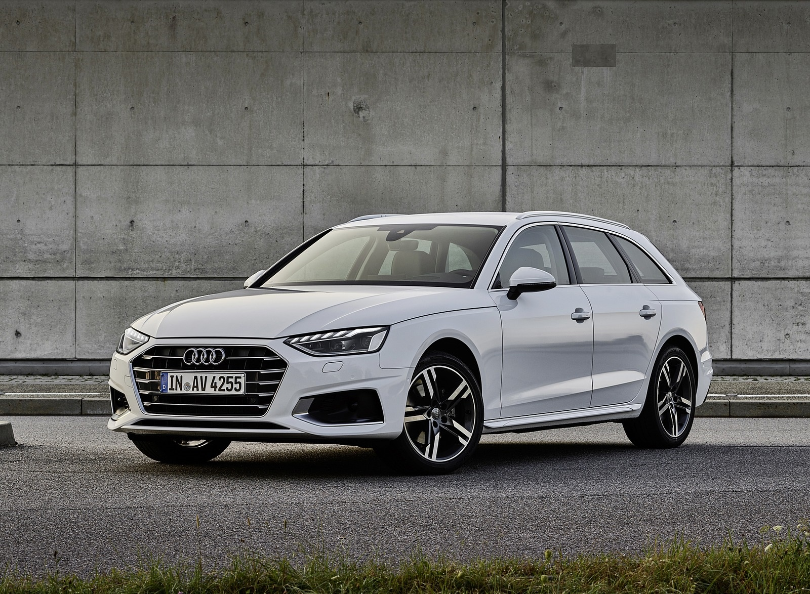 2020 Audi A4 Avant g-tron (Color: Glacier White) Front Three-Quarter Wallpapers (2)